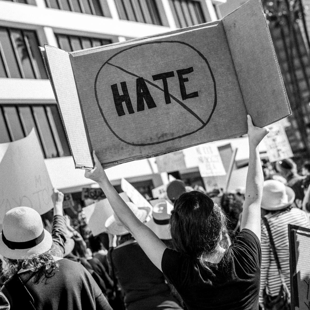 W świecie przemocy i nienawiści